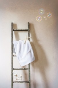 2-Organized_Small_Bathroom
